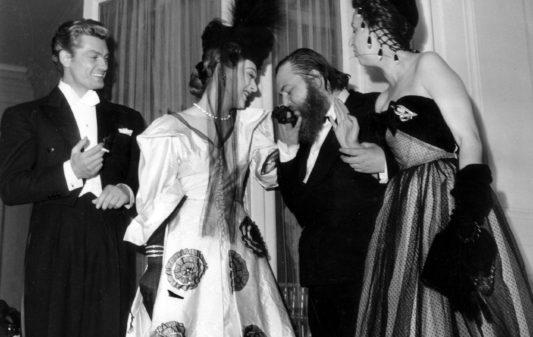 Jean Marais, Edwige Feuillere, Christian Berard au Bal du Panache en juin 1947 Neg:1986  --- French actors Jean Marais, Edwige Feuillere, Christian Berard at ball june 1947